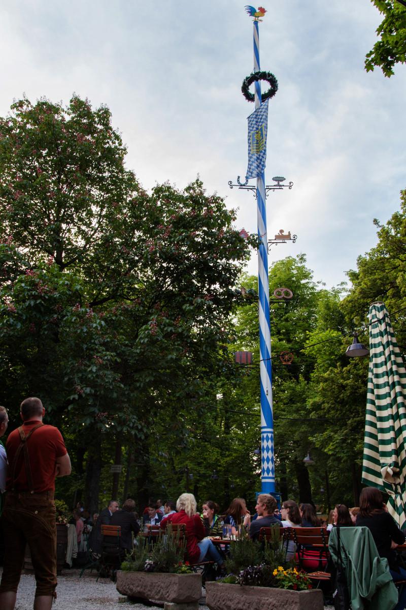 Augustiner Keller Biergarten - der Maibaum