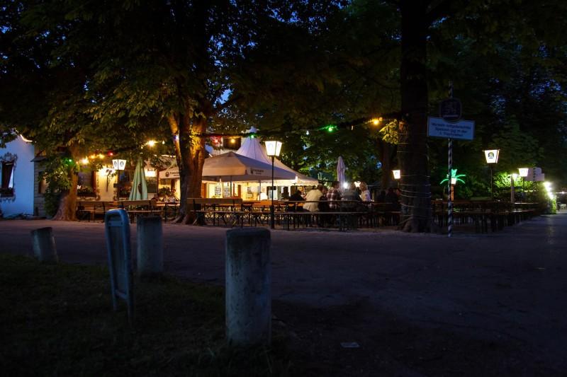 Schlösselgarten am Abend