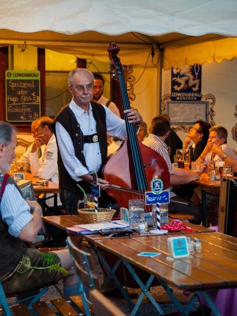 Schlösselgarten mit Livemusik